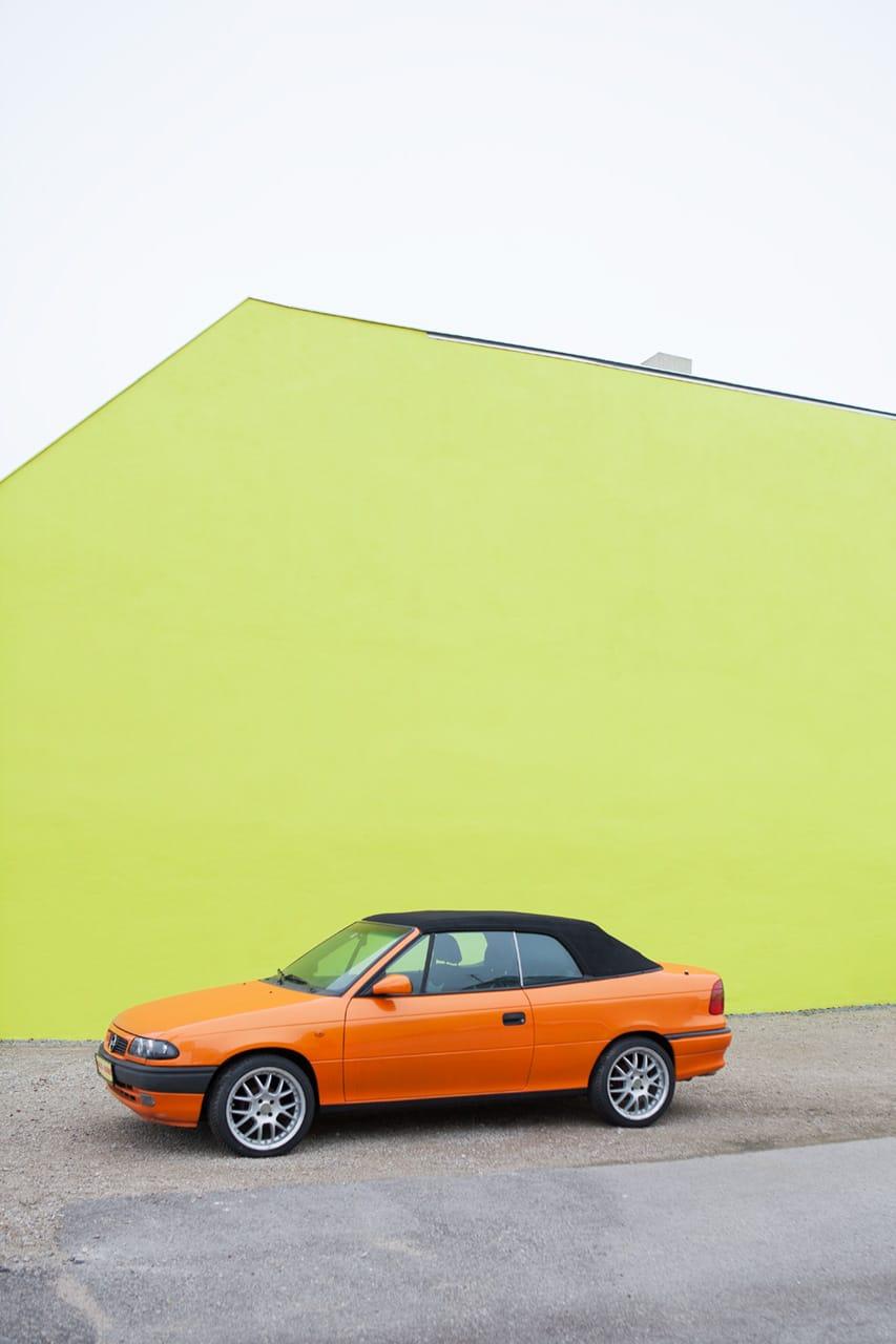 Das letzte Auto, by Julian Mullan